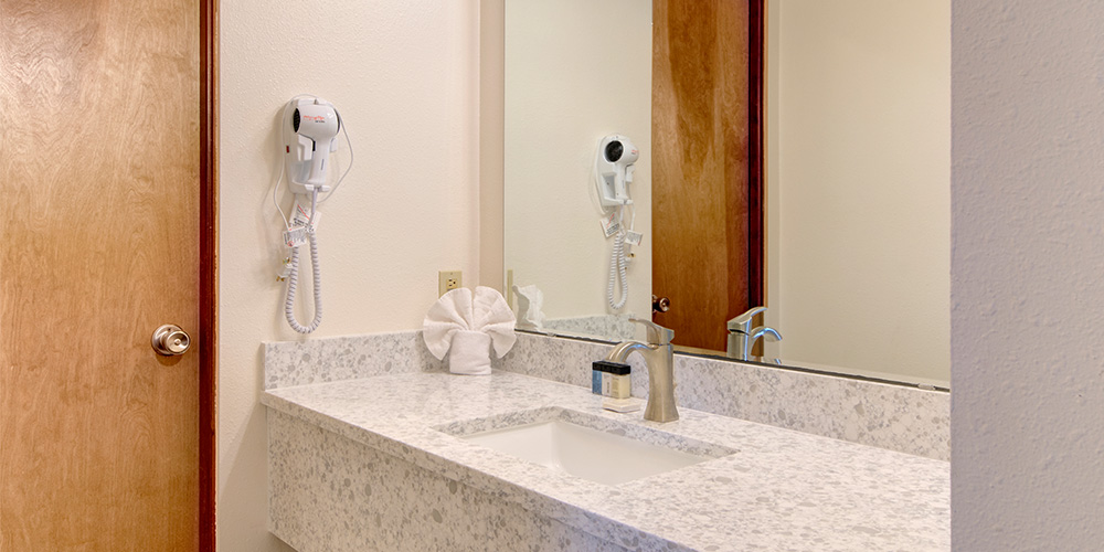 Deluxe rooms have bathrooms equipped with a hairdryer.